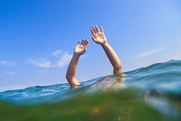 Article image for Hero pair rescue five kids in trouble in the water at Frankston beach