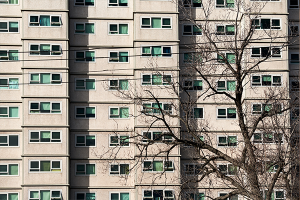 Article image for Ombudsman finds Melbourne's public housing lockdown breached human rights