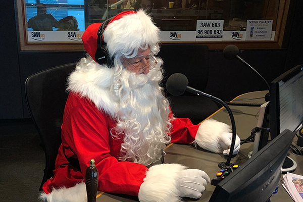 Article image for Santa drops in to take calls from kids