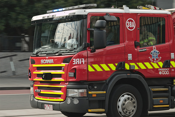 Article image for Fire in high voltage gantry sends burning debris and smoke across roads in Melbourne's east