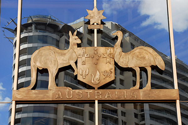 Article image for Tom Elliott clashes with Australian Republic Movement over merits of ditching the monarchy
