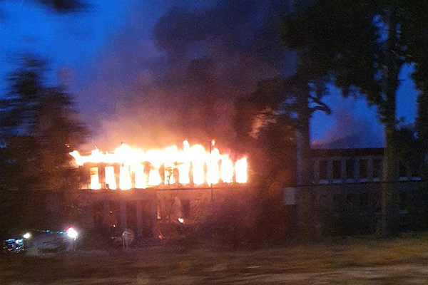 Article image for 'Massive' fire breaks out in two buildings on Burwood Highway