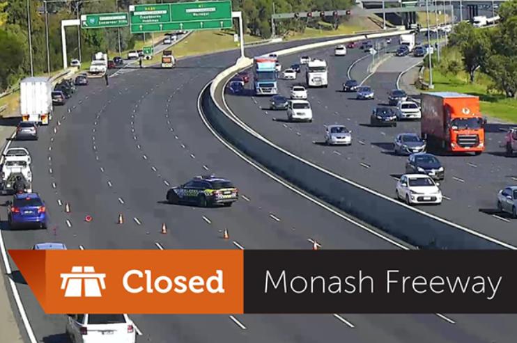 Article image for Fatal smash shuts Monash Freeway