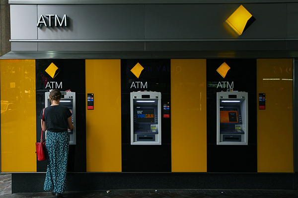 Commonwealth Bank 'urgently' working to fix online banking issue