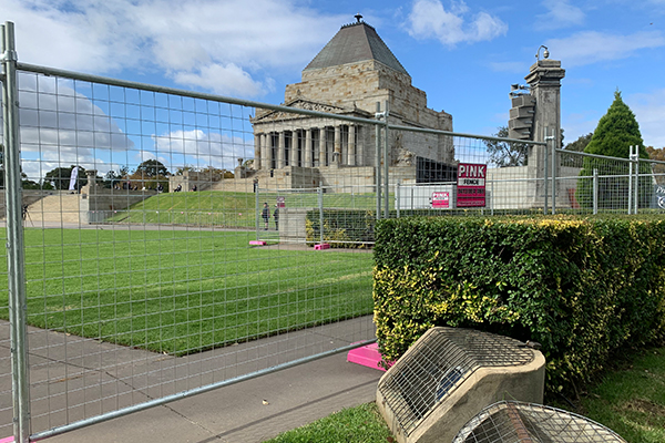 Article image for 'A bloody insult': Temporary fence erected around the Shrine of Remembrance