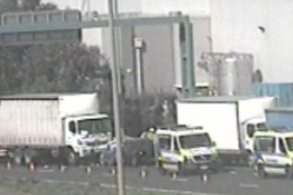 Article image for Nasty smash causes chaos on Western Freeway
