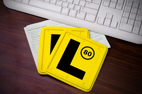 New Victorian drivers can do their learners test online now: Learn more