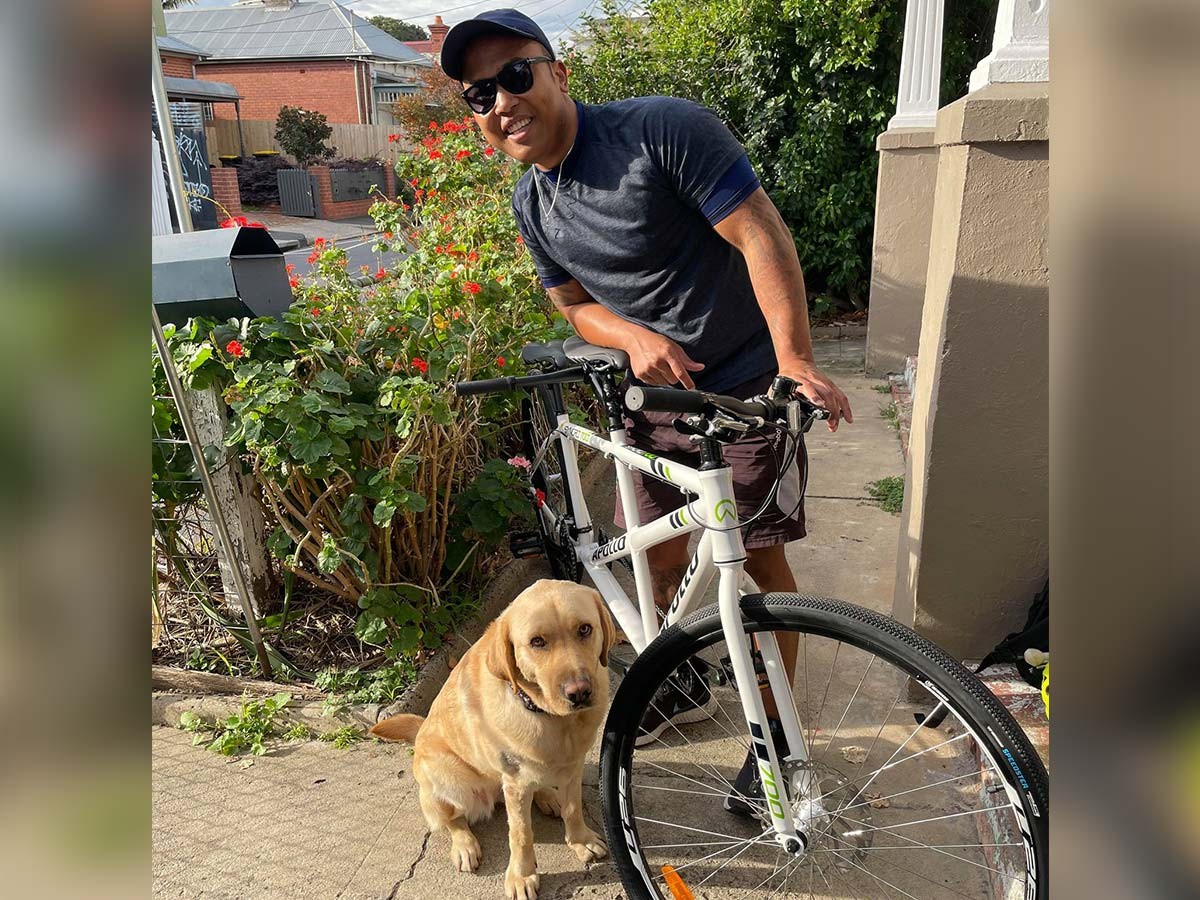 Article image for Blind man embarks on Melbourne-Sydney tandem bike ride to raise funds for Guide Dogs Victoria