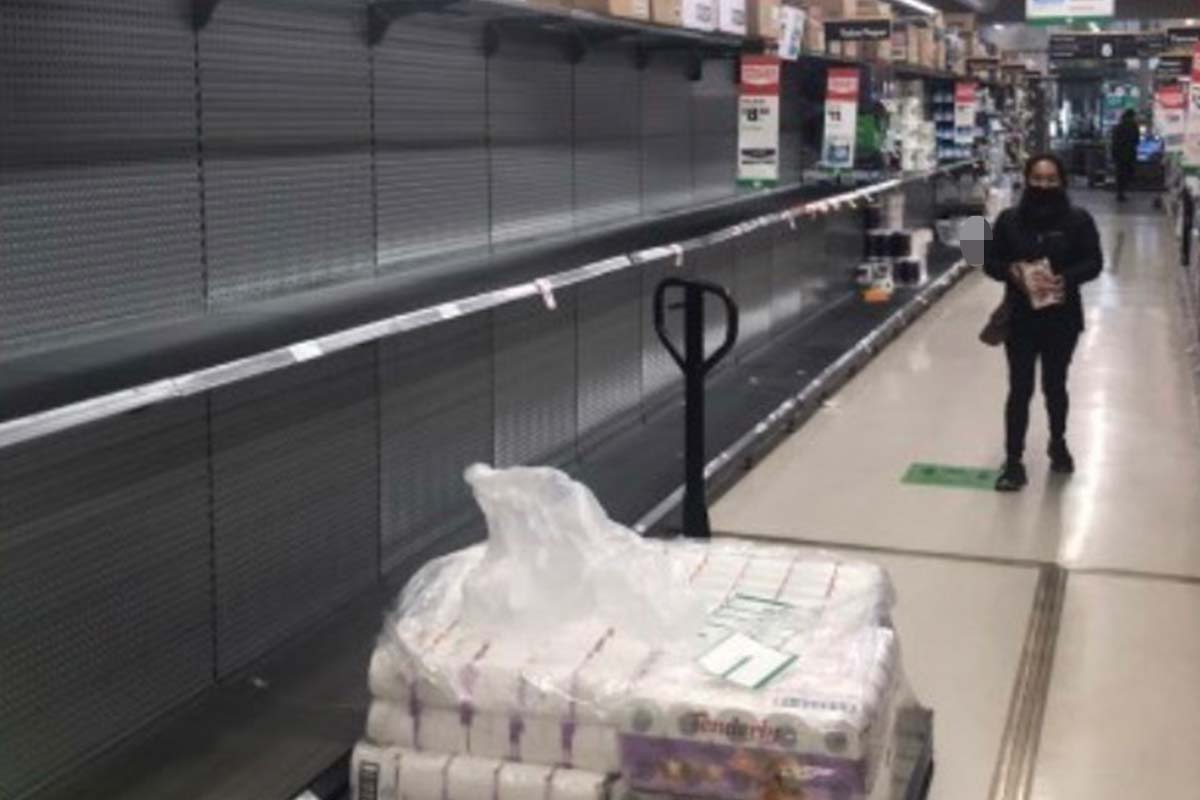 Article image for Supermarkets introduce toilet paper limits as shoppers strip shelves again