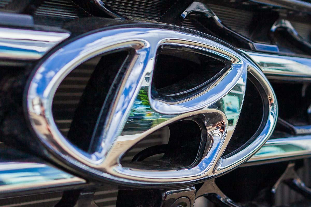 Badge on front of Hyundai vehicle