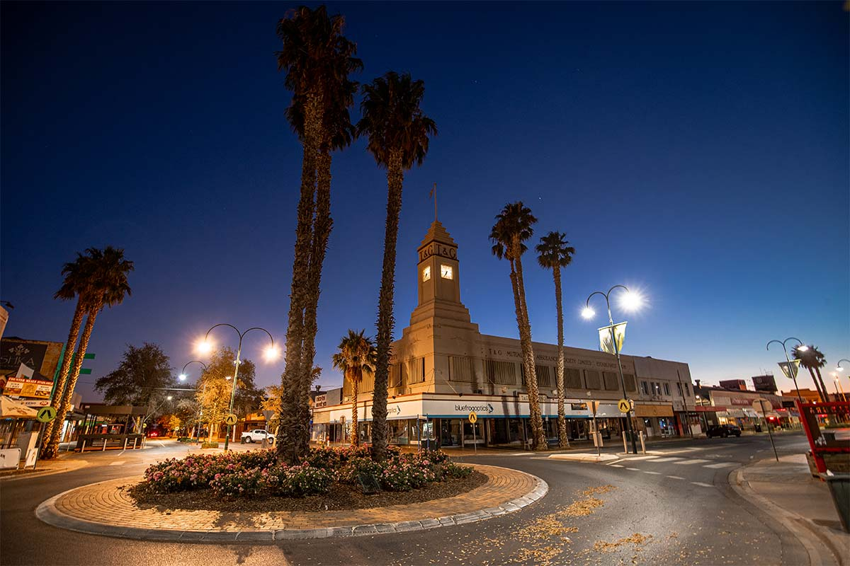 Street in Mildura with a roundabout and palm tree