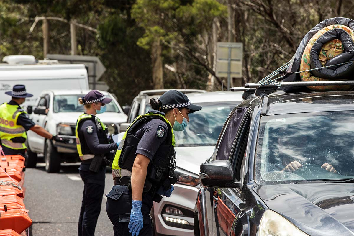 Police check cars at border checkpoint