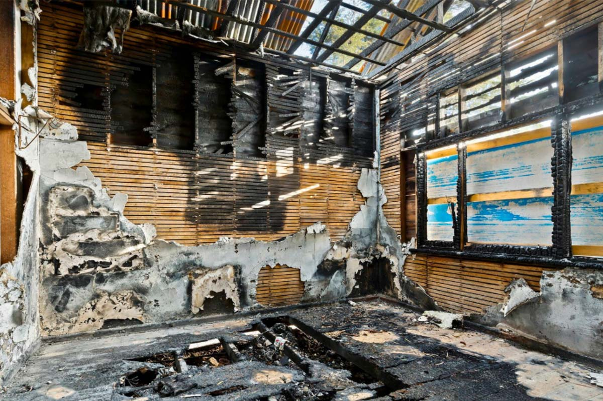 'Blank canvas': This real estate listing for a burnt home sums up Melbourne's property market