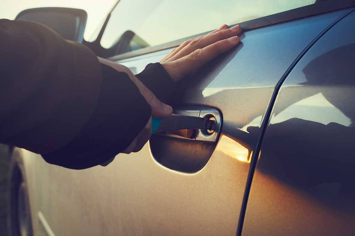 Article image for Pregnant woman avoids being carjacked in broad daylight
