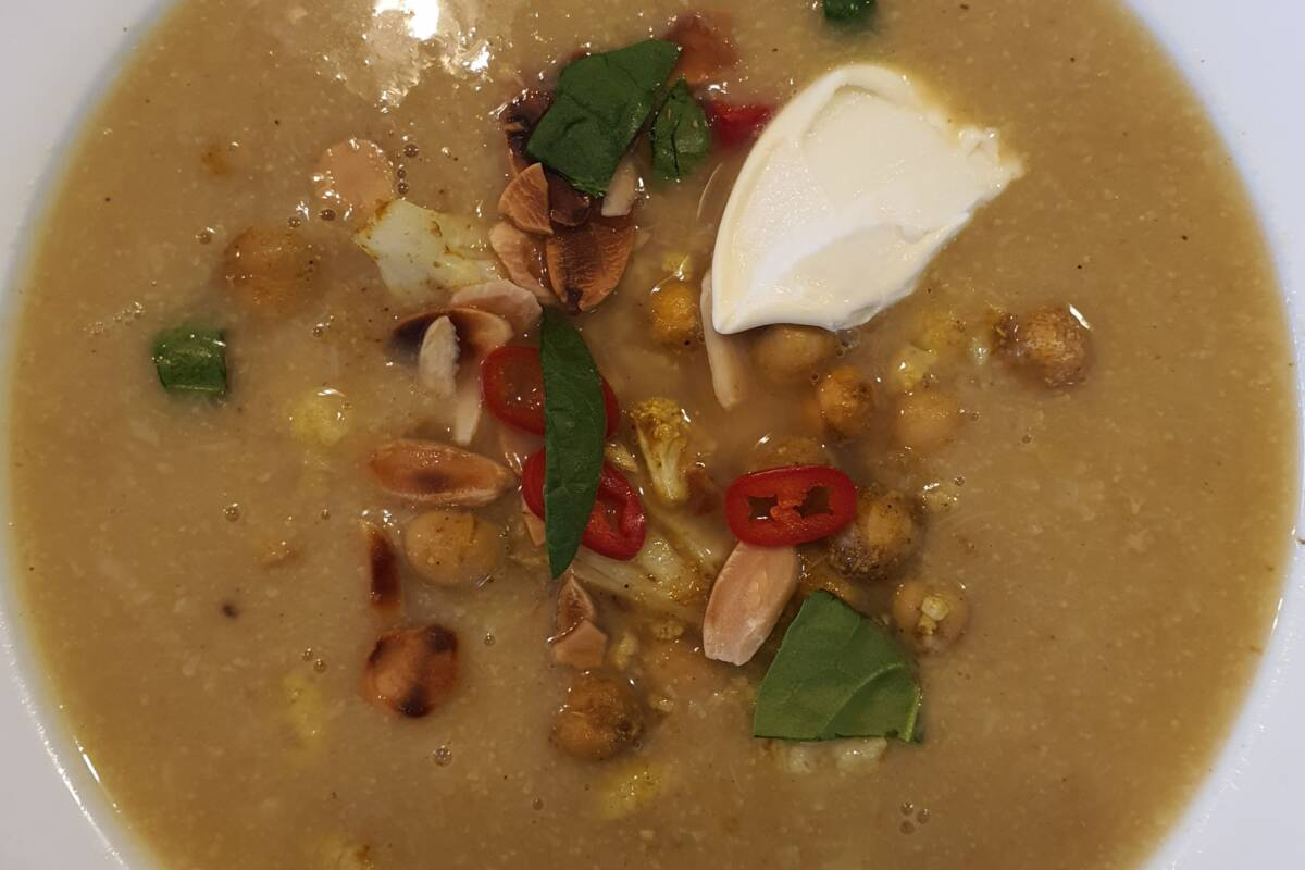 Article image for Dining with Den –  Curried Cauliflower and Chickpea Soup