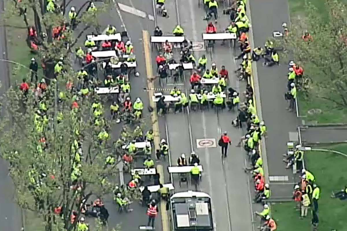 Article image for Union boss says workers blocking roads with tables and chairs are 'on smoko'