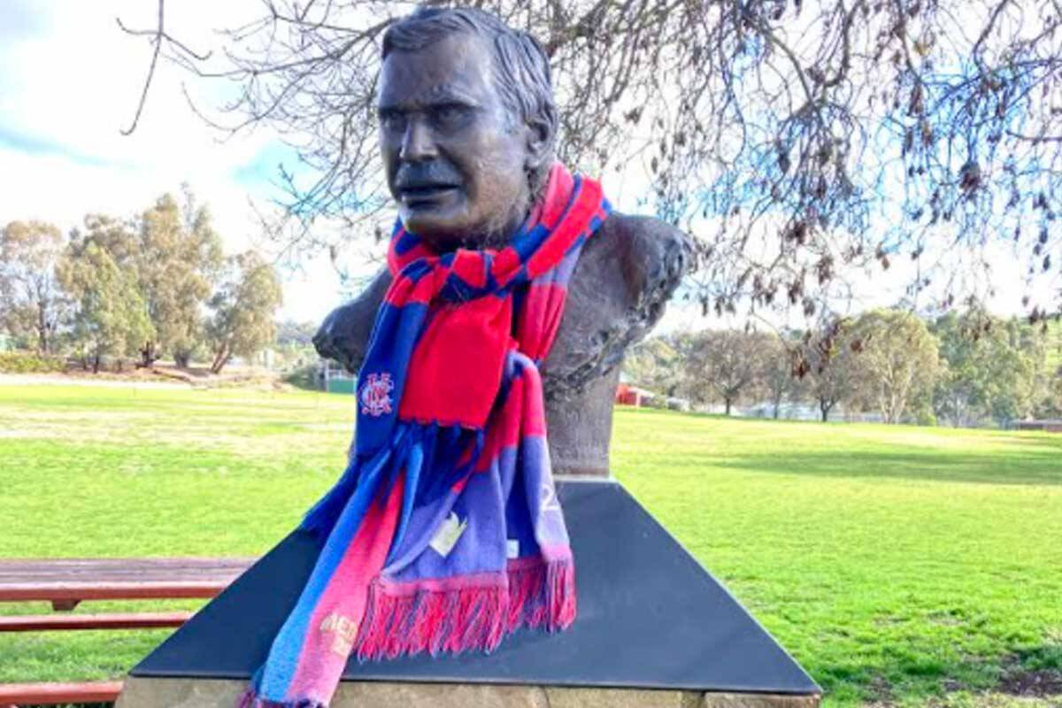 Article image for Ron Barassi statue decked out in Demons gear!